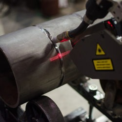 laser-assisted seam tracking