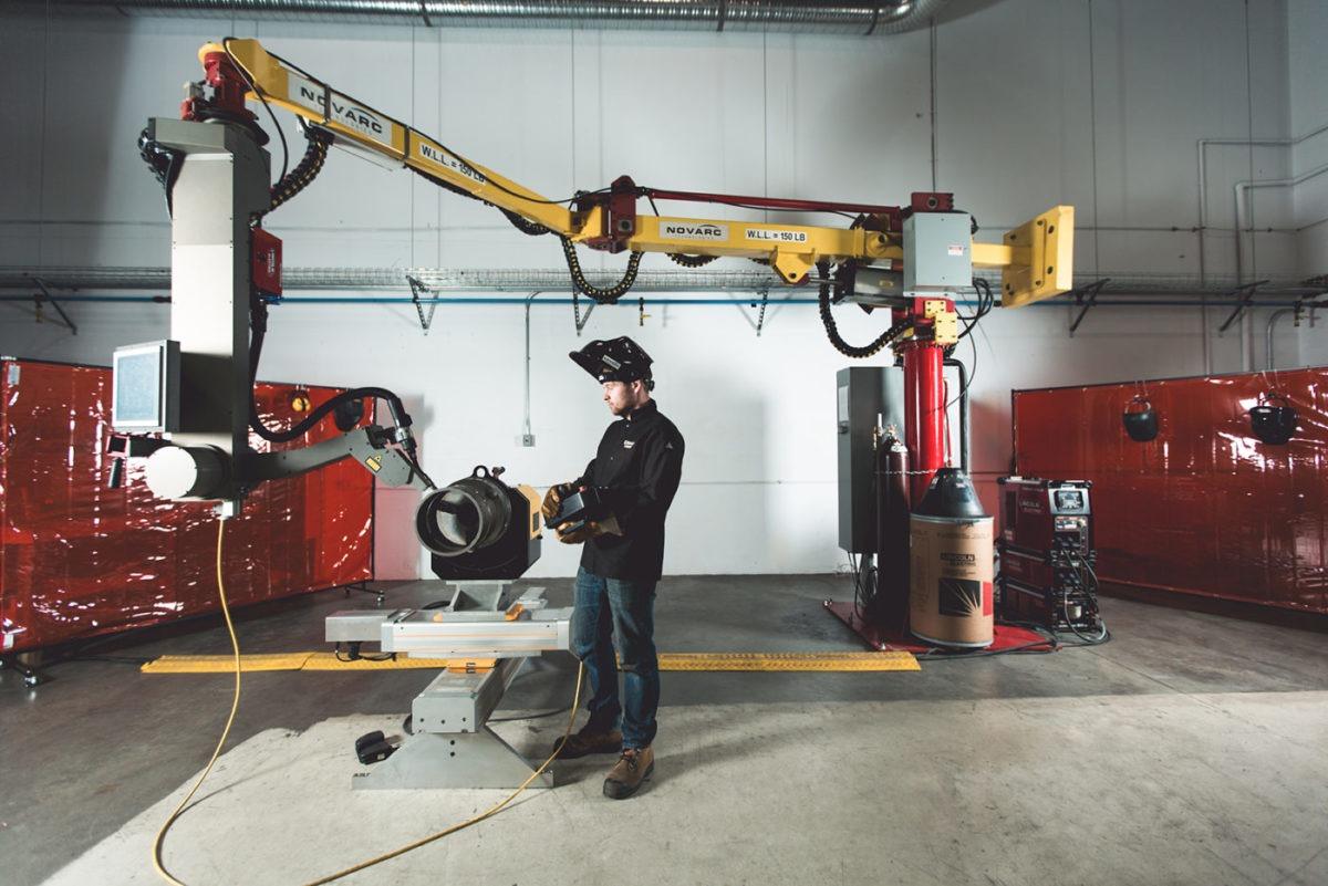 spool welding robot with a welder
