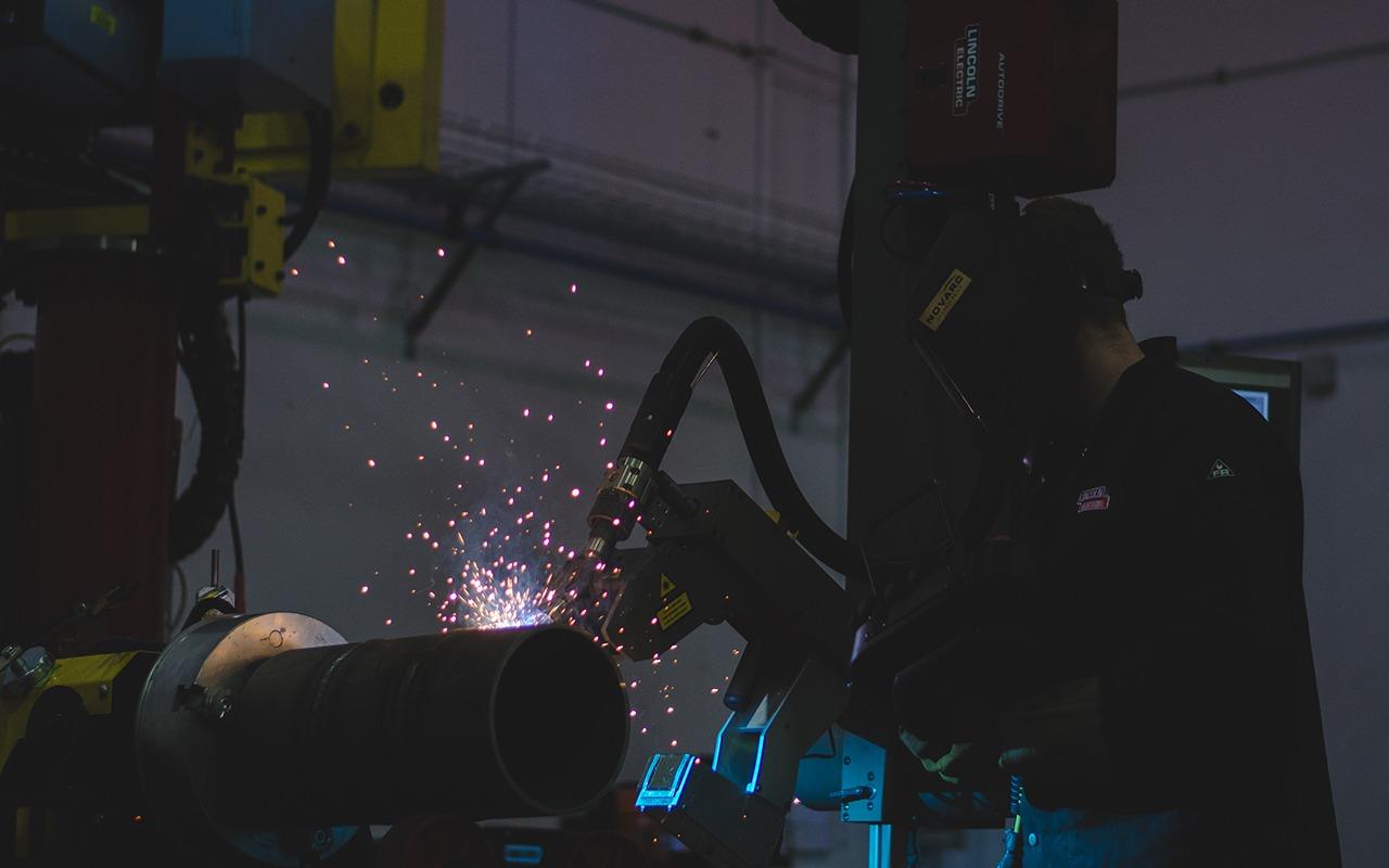 Spool Welding Robot working with a welder